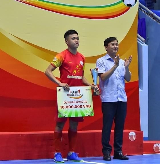 Ứng viên Quả bóng Vàng Futsal 2020 gia nhập đội Sahako ảnh 2