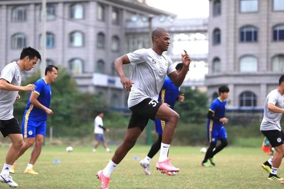 Bruno đã có buổi tập cùng Hà Nội FC