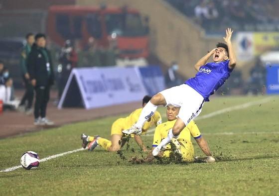 Hà Nội FC bất ngờ gục ngã với 3 bàn trắng trên sân Thiên Trường. Ảnh: HNFC