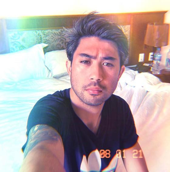Lee Nguyễn trong một bức ảnh tự chụp tại nơi được cách ly