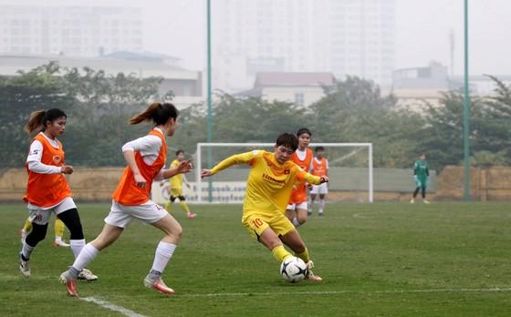 Thi đấu tập huấn: ĐT nữ Việt Nam thắng nữ Hà Nội 4-0 ảnh 1