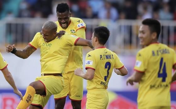 Văn Toàn giúp HA.GL có chiến thắng đầu tiên tại LS V-League 2021  ảnh 1