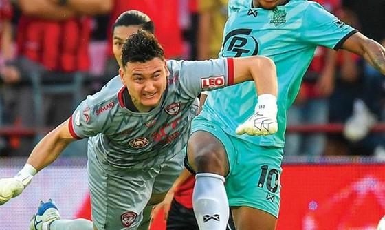 Muangthong United quyết kiện Văn Lâm lên FIFA ảnh 1