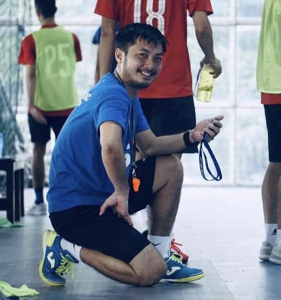 Giới bóng đá thương tiếc HLV Huỳnh Bá Tuấn ảnh 2