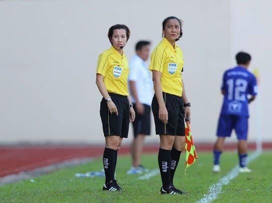 Hai trọng tài Thu Trang và Lệ Trinh. Ảnh: NVCC