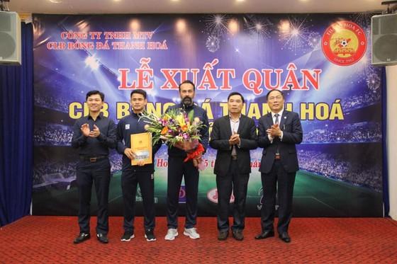 HLV Lopez hôm CLB Thanh Hóa xuất quân mùa bóng 2020. Ảnh: THFC