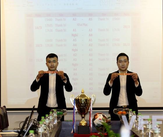 Các đội thi đấu vòng tròn 2 lượt tính điểm xác định đội vô địch