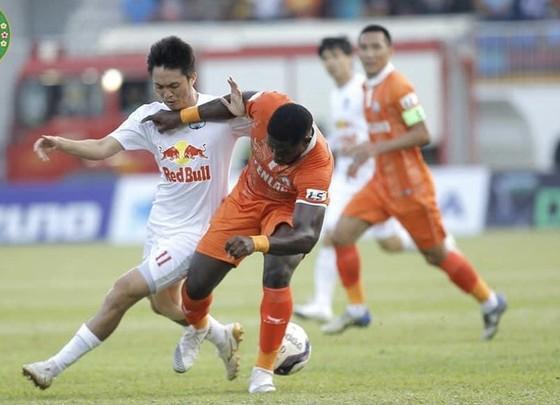 Văn Toàn tỏa sáng, HA.GL giành 3 điểm trước Bình Định ảnh 1