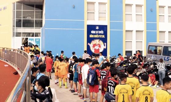 Không khí ở buổi kiểm tra như ngày hội của bóng đá trẻ Thành phố. Ảnh: Anh Trần