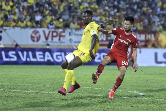 Trọng Hoàng tỏa sáng, Viettel FC thắng ngược chủ nhà Nam Định ảnh 1