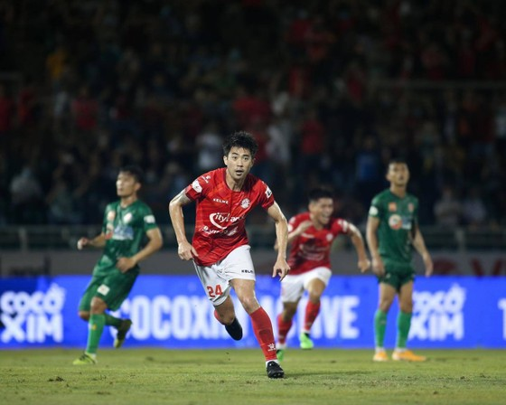 Lee Nguyễn vui mừng sau bàn thắng đầu tiên. Ảnh: HCMCFC