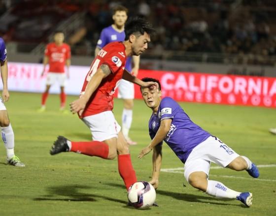 Lee Nguyễn nhạt nhòa trong trận đấu này. Ảnh: NGUYỄN HOÀNG