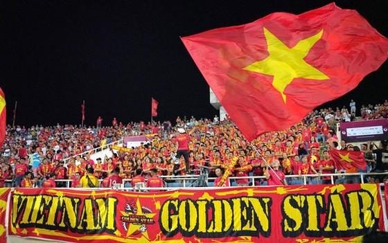 CĐV đội tuyển Việt Nam luôn sát cánh cùng đội nhà