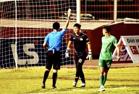 Thủ môn đội Cần Thơ bị cấm thi đấu 3 trận ảnh 1