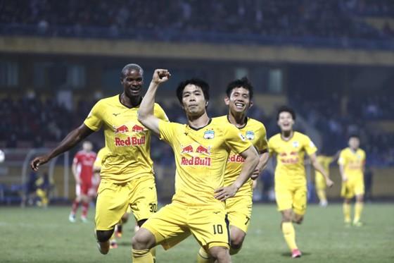 Công Phượng ghi bàn thắng đầu tiên kể từ đầu mùa. Ảnh: MINH HOÀNG