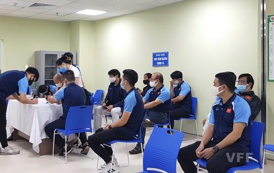 HLV Park Hang-seo cùng các trợ lý trong đợt tiêm vào đầu tháng 4 vừa qua
