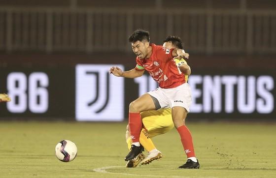 Văn Đức mờ nhạt, Lee Nguyễn ghi bàn, CLB TPHCM thắng SLNA  ảnh 1