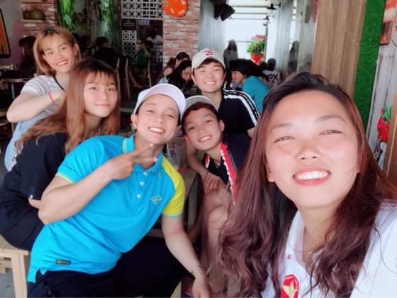 Huỳnh Như mở quán dừa sáp để quảng bá đặc sản quê Trà Vinh ảnh 3