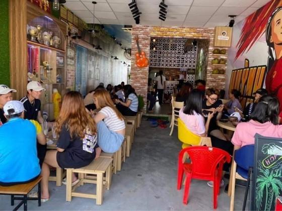 Huỳnh Như mở quán dừa sáp để quảng bá đặc sản quê Trà Vinh ảnh 4