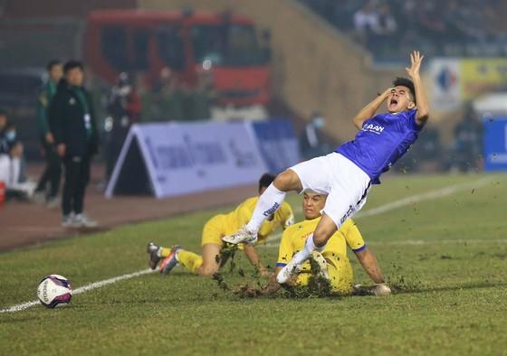 Quả bóng Vàng Văn Quyết trở lại đúng thời điểm Hà Nội FC cần ảnh 1