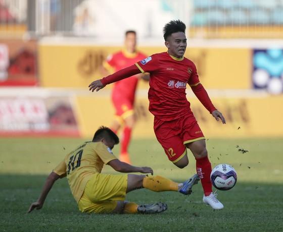 Thầy trò HLV Vũ Quang Bảo thắng trận đầu tiên ảnh 1