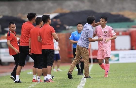 Thắng SLNA 2-0, Hà Tĩnh 'thay tướng đổi vận' ảnh 1