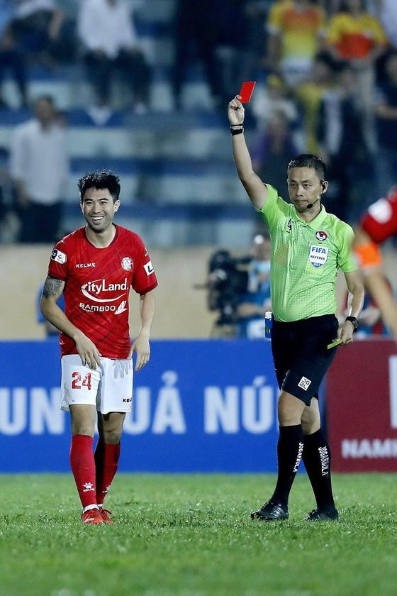 CLB TPHCM thua trận trong ngày Lee Nguyễn bị phạt thẻ đỏ ảnh 1
