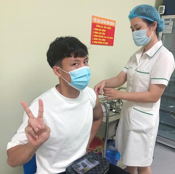 Các tuyển thủ ĐTQG hoàn tất tiêm vaccine Covid-19 ảnh 1