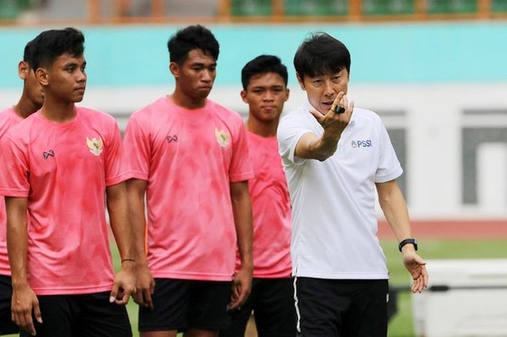 """HLV Shin Tae Yong lên """"giây cót"""" tinh thần các học trò khi hướng đến mục tiêu giành 9 điểm trong 3 trận còn lại"""
