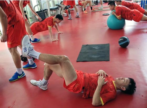 Một buổi tập thể lực của ĐT futsal Việt Nam tại NTĐ Thái Sơn Nam. Ảnh: THANH ĐÌNH