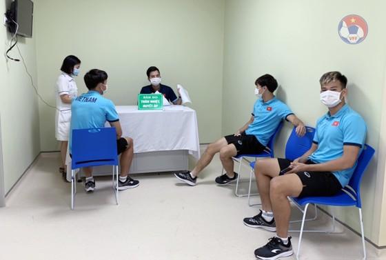Cầu thủ của ĐT Việt Nam cùng các CLB Hà Nội, Viettel và Sài Gòn đã được ưu tiên tiêm vaccine phòng, chống dịch Covid-19 để làm nhiệm vụ quốc tế