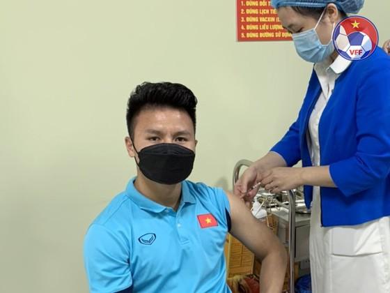 Hoàn thành tiêm mũi 2 vaccine phòng Covid-19, Đội tuyển Việt Nam chỉ còn chờ ngày sang UAE ảnh 1