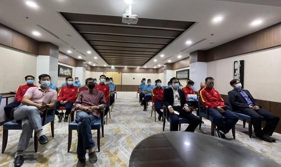 Tham tán Đại sứ quán Việt Nam tại UAE đến thăm đội tuyển futsal Việt Nam ảnh 1