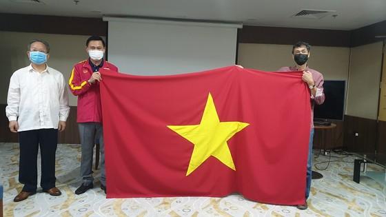 Tham tán Đại sứ quán Việt Nam tại UAE đến thăm đội tuyển futsal Việt Nam ảnh 3