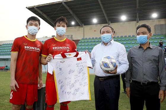 Đội tuyển Việt Nam hạn chế tiếp xúc bên ngoài ảnh 6