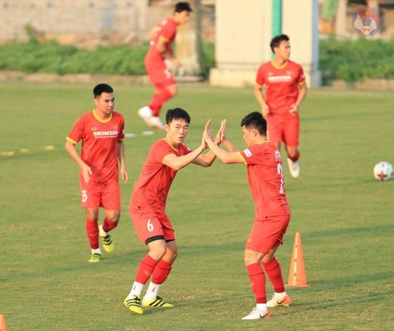 Đội tuyển Việt Nam hạn chế tiếp xúc bên ngoài ảnh 2
