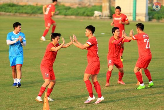 Đội tuyển Việt Nam hạn chế tiếp xúc bên ngoài ảnh 3