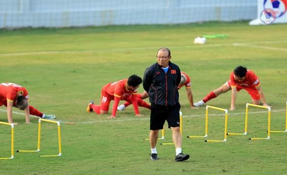 HLV Park Hang-seo bất ngờ gọi lại thủ môn Văn Hoàng ảnh 1