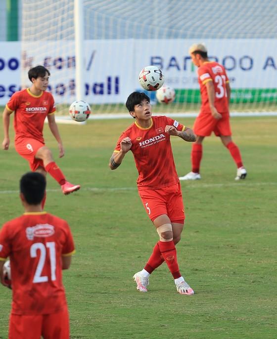 HLV Park Hang-seo bất ngờ gọi lại thủ môn Văn Hoàng ảnh 2