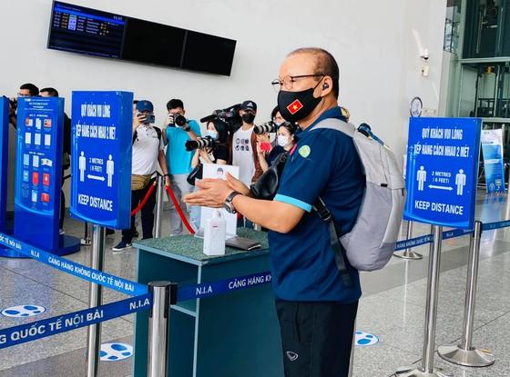 Đội tuyển Việt Nam lên đường sang UAE, thầy Park có yêu cầu đặc biệt với người hâm mộ ảnh 1