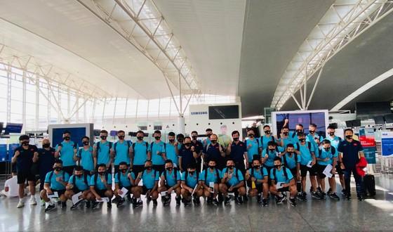 Đội tuyển Việt Nam lên đường sang UAE, thầy Park có yêu cầu đặc biệt với người hâm mộ ảnh 6