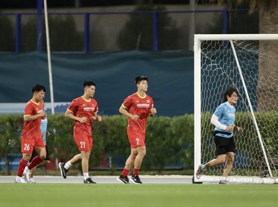 Đội tuyển Việt Nam sử dụng bóng mới ở buổi tập đầu tiên tại UAE ảnh 1