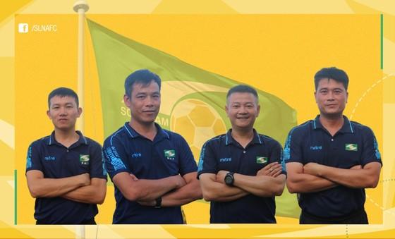 Ê kíp Ban huấn luyện của SLNA vừa nhận được sự nhất trí cao của cả CLB. Ảnh: SLNAFC