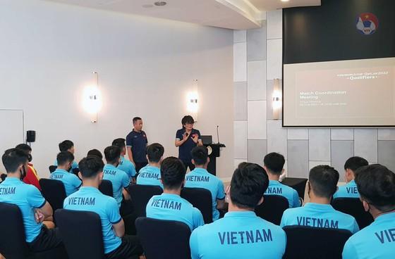 Các cầu thủ Việt Nam được cập nhật quy định mới của FIFA ảnh 1