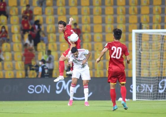 Thua UAE 2-3, Việt Nam vẫn giành vé đi tiếp ảnh 1