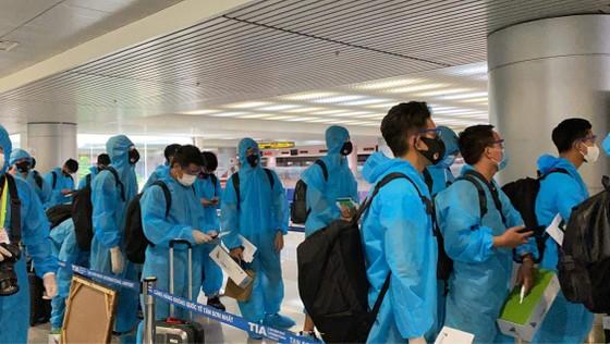 Đội tuyển Việt Nam về đến TPHCM ảnh 3
