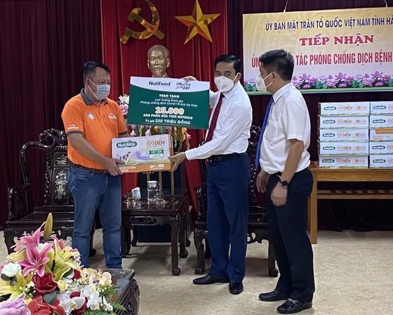 Quỹ Phát triển Tài năng Việt tiếp năng lượng cho lực lượng chống dịch Hà Tĩnh ảnh 1