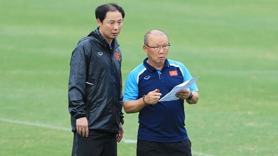 HLV Park Hang-seo cùng trợ lý Kim. Ảnh: MINH HOÀNG