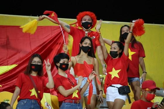 CĐV Việt Nam tại UAE ở vòng loại thứ hai vừa qua. Ảnh: ANH KHOA