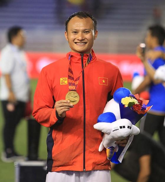 Quả bóng đồng Việt Nam 2019 Nguyễn Trọng Hoàng tiếp sức cùng tuyến đầu ảnh 1